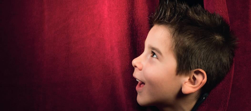 Enfant au théâtre
